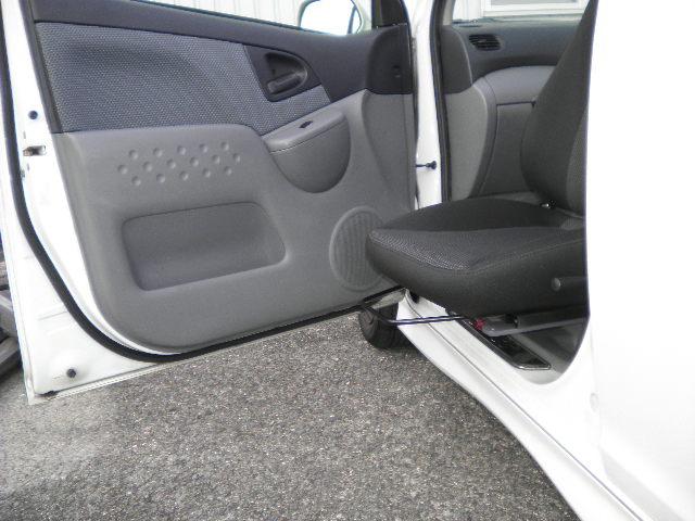 トヨタ ファンカーゴ X ターンアウトの福祉車両改造事例3