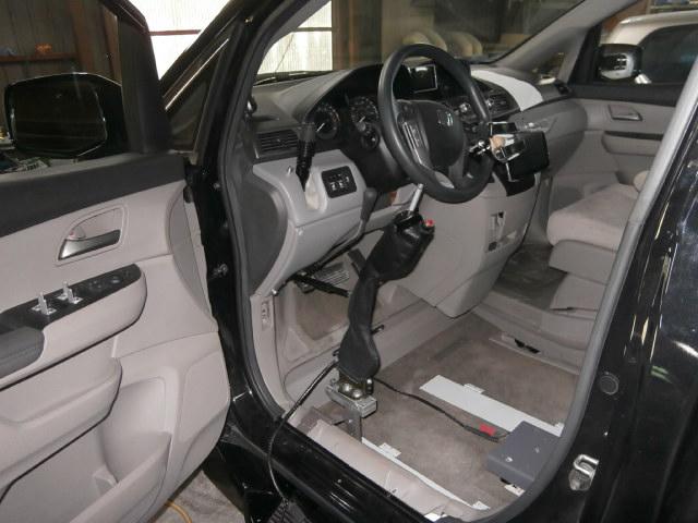 USオデッセイ X ブラウンアビリティ 自操式車両の福祉車両改造事例3