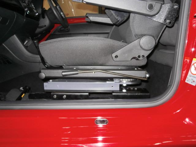 フォルクスワーゲン アップ X ターンアウト カロニークラシックシステムの福祉車両改造事例2
