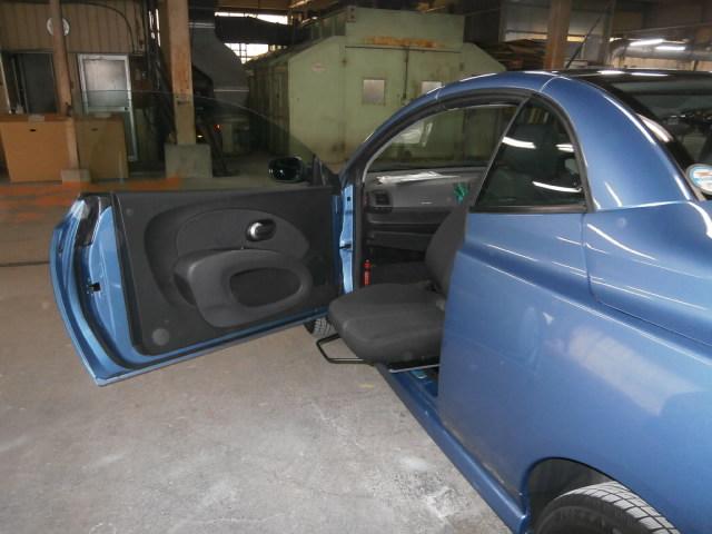 ニッサンアメリカ マイクラ X 助手席ターンアウトの福祉車両改造事例5