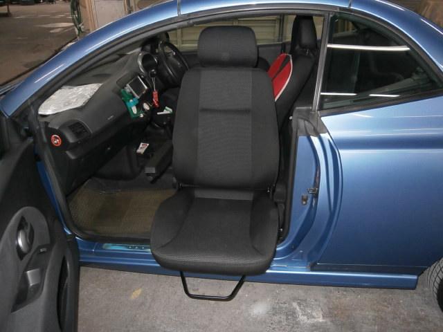 ニッサンアメリカ マイクラ X 助手席ターンアウトの福祉車両改造事例3