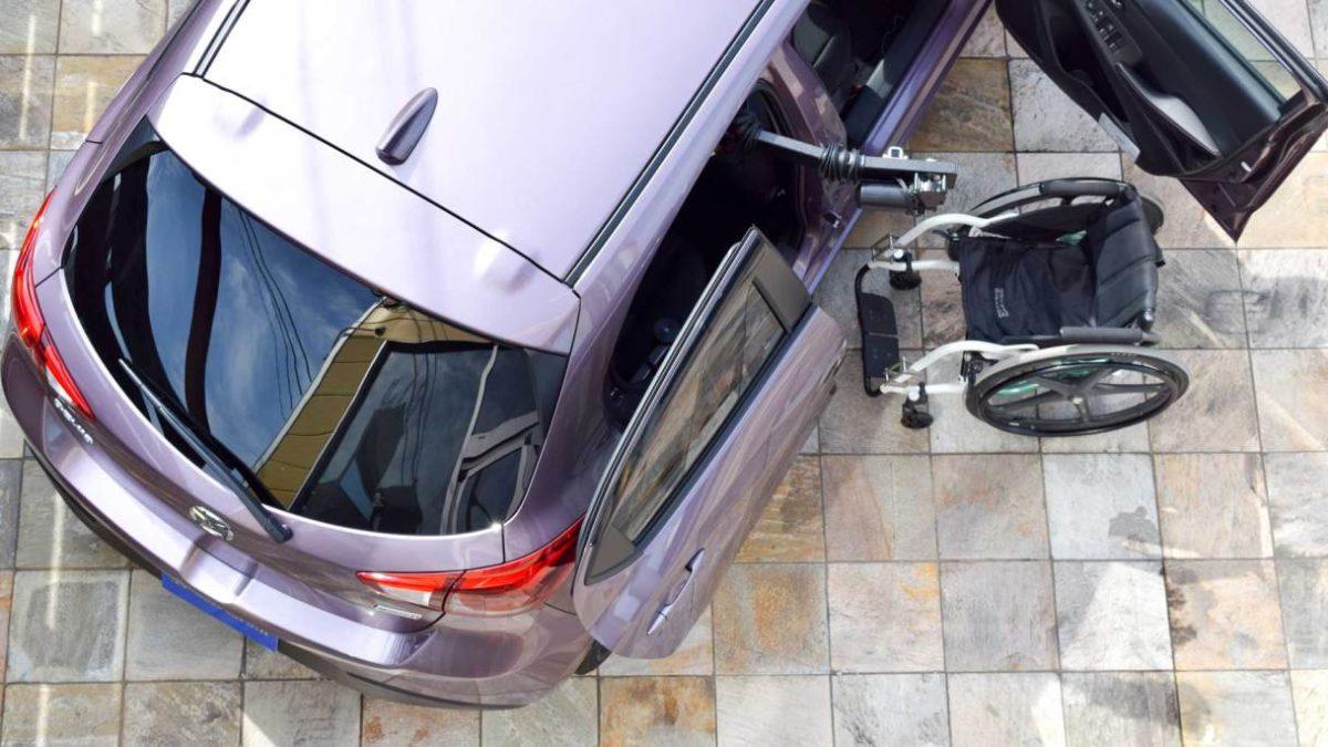 マツダ デミオ X KIVIスライディングシステム&ピラーリフトの福祉車両改造事例1