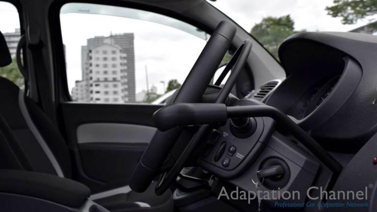 ルノーカングー X アクセルリング&ブレーキシステムの福祉車両改造事例5