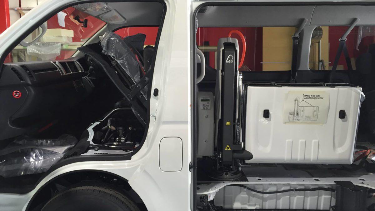 ハイエースGL X フィオレラリフト サイドエントリーの福祉車両改造事例3