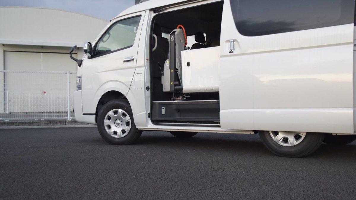 ハイエースGL X フィオレラリフト サイドエントリーの福祉車両改造事例2