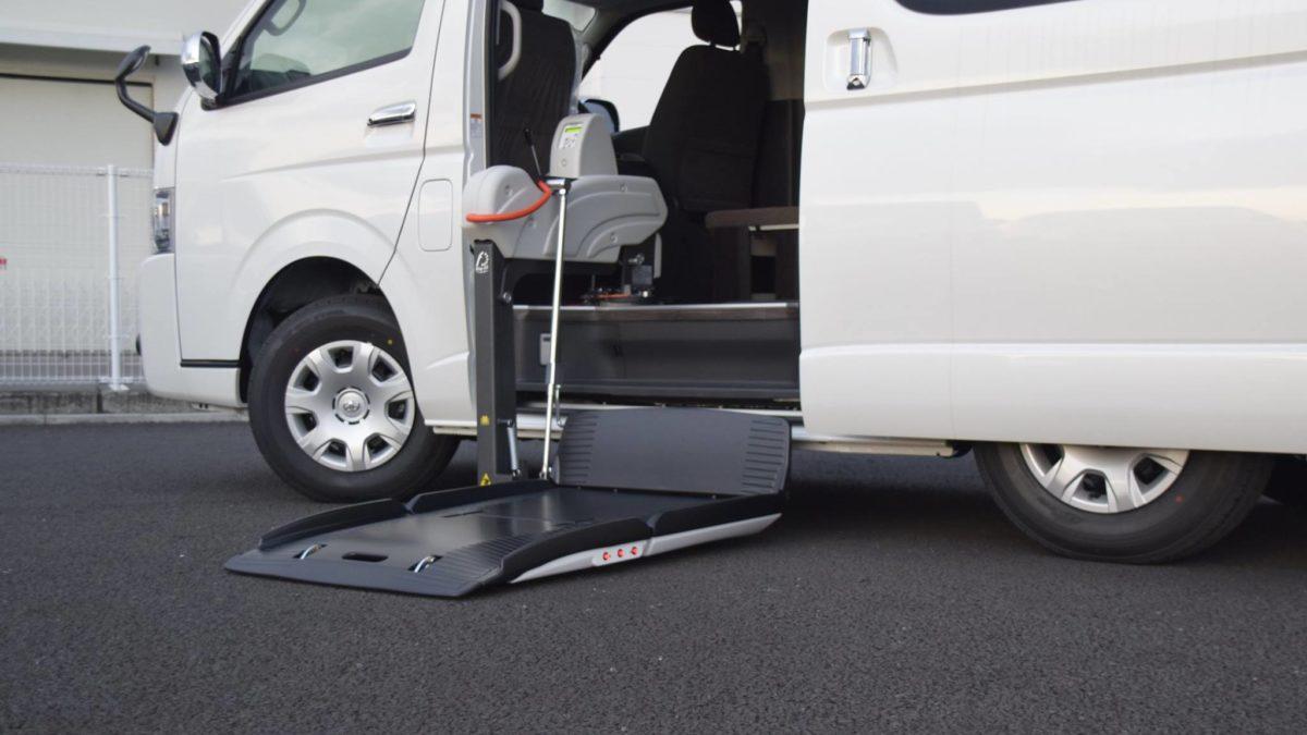 ハイエースGL X フィオレラリフト サイドエントリーの福祉車両改造事例1