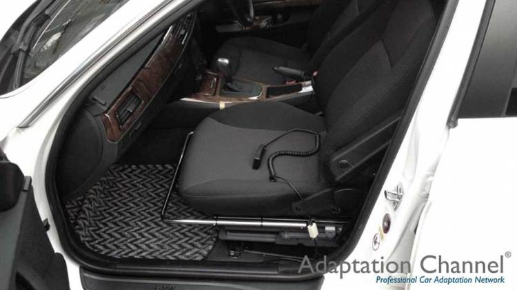 BMW323i  X ターンアウトの福祉車両改造事例2