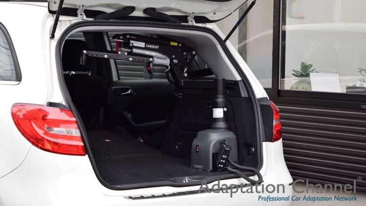 メルセデスベンツ Bクラス  X  カロリフト  + WHILLの福祉車両改造事例7