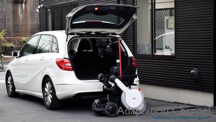 メルセデスベンツ Bクラス  X  カロリフト  + WHILLの福祉車両改造事例2