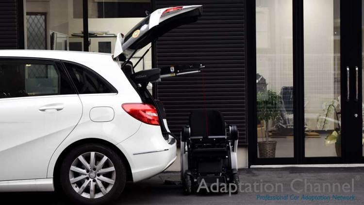 メルセデスベンツ Bクラス  X  カロリフト  + WHILLの福祉車両改造事例3