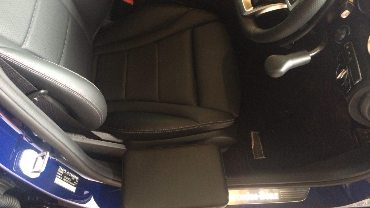 メルセデスベンツCクラス X サイドサポートシート 可倒式の福祉車両改造事例3