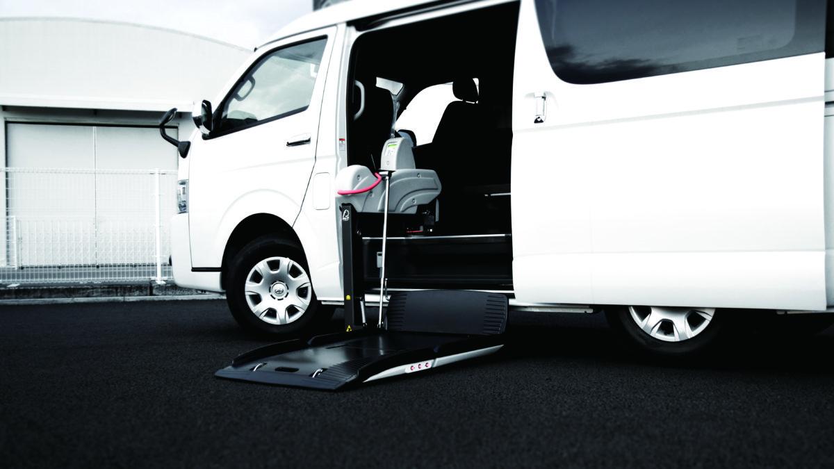 トヨタ ハイエースWGN-GL X フィオレラリフト サイドアクセス 車いす移動車の福祉車両改造事例1