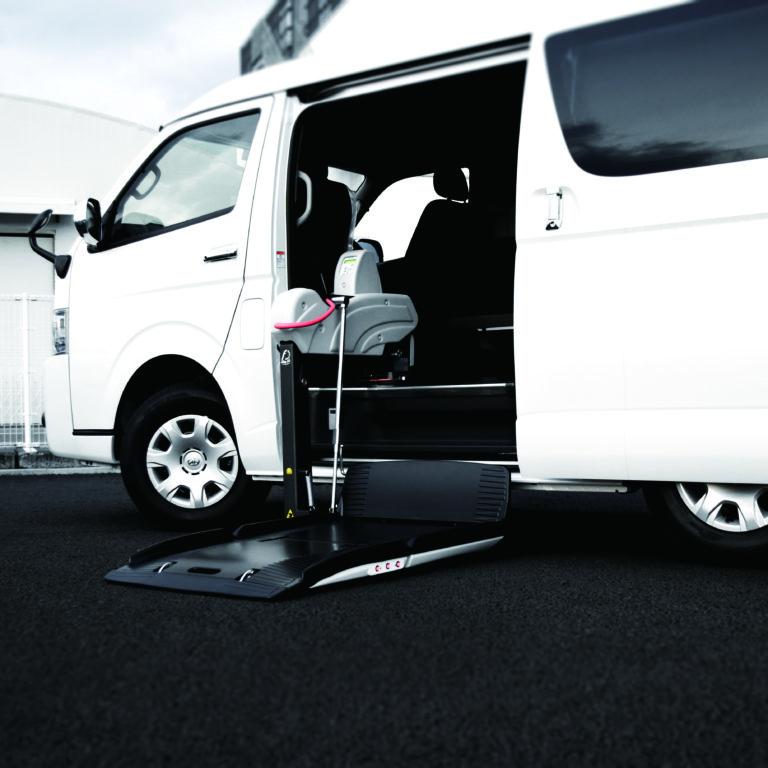 トヨタ ハイエースWGN-GL X フィオレラリフト サイドアクセス 車いす移動車