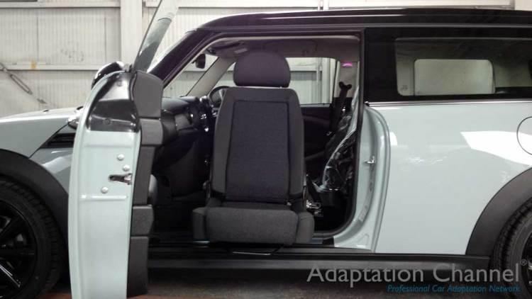 BMW MINI クラブマン X ターンアウトの福祉車両改造事例1
