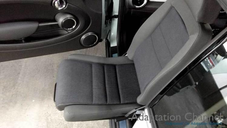 BMW MINI クラブマン X ターンアウトの福祉車両改造事例3