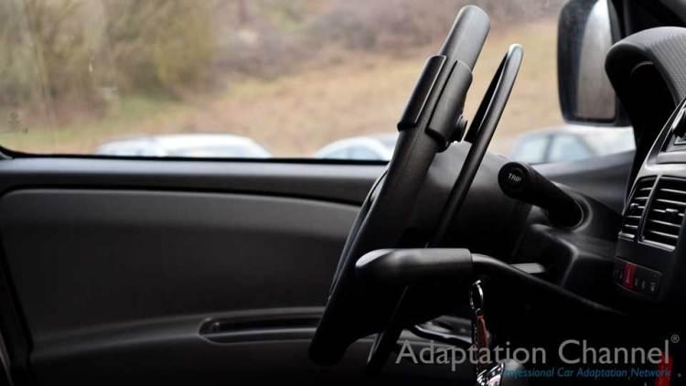 フィアット500 L X アクセルリング&ブレーキレバーの福祉車両改造事例3