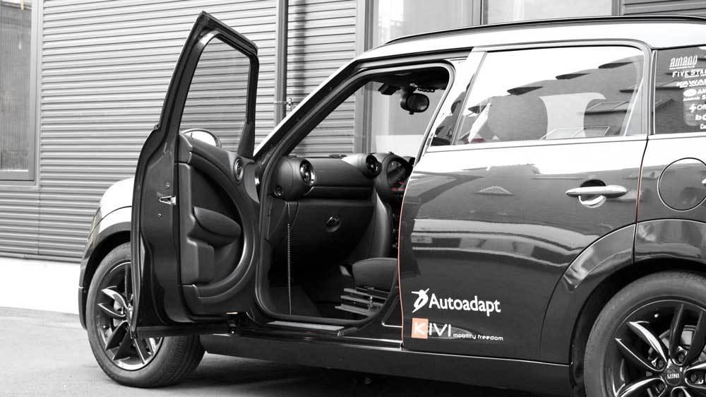 BMW MINI クロスオーバー X ターンアウトの福祉車両改造事例3