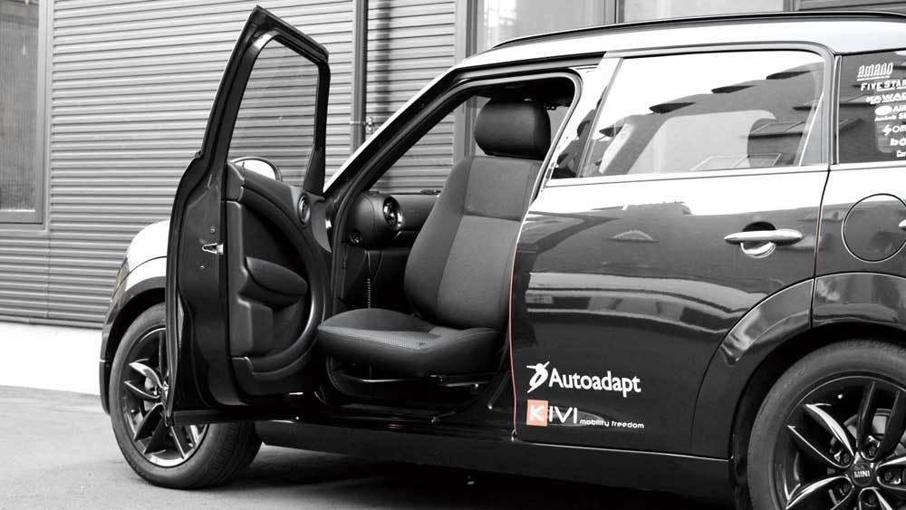 BMW MINI クロスオーバー X ターンアウトの福祉車両改造事例4