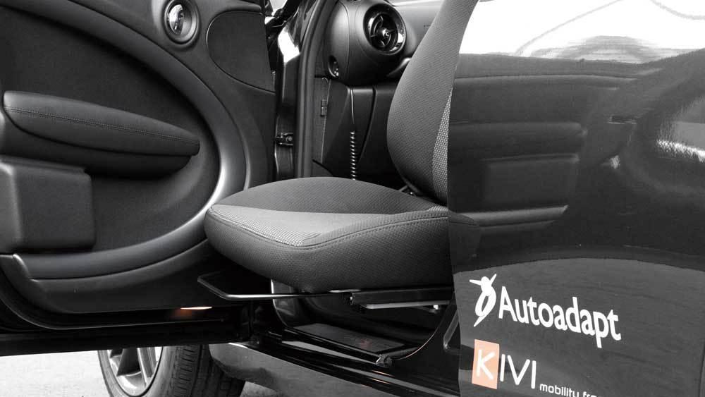 BMW MINI クロスオーバー X ターンアウトの福祉車両改造事例5