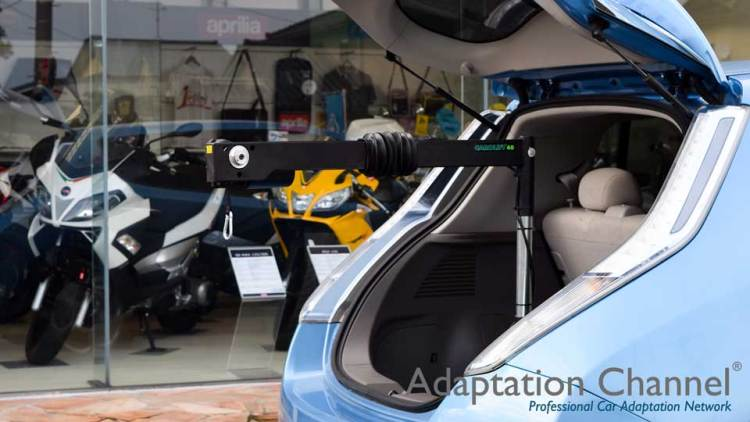 日産リーフ X   カロリフト40 車いす収納リフトの福祉車両改造事例2