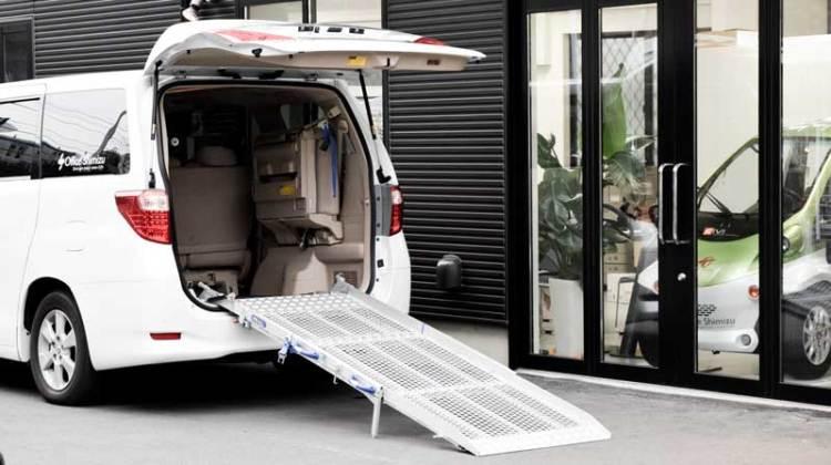 アルファード X  車いすスロープ の福祉車両改造事例3