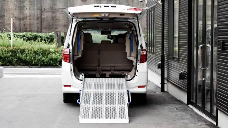 アルファード X  車いすスロープ の福祉車両改造事例2