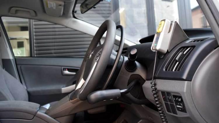 プリウス  X  アクセルリング&ブレーキレバーの福祉車両改造事例3