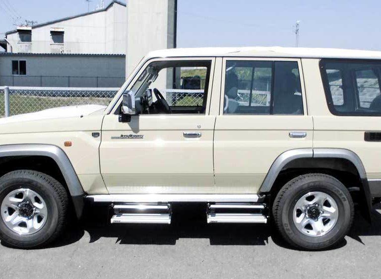 大阪、関西で補助ステップを取付するならヒカル自動車!