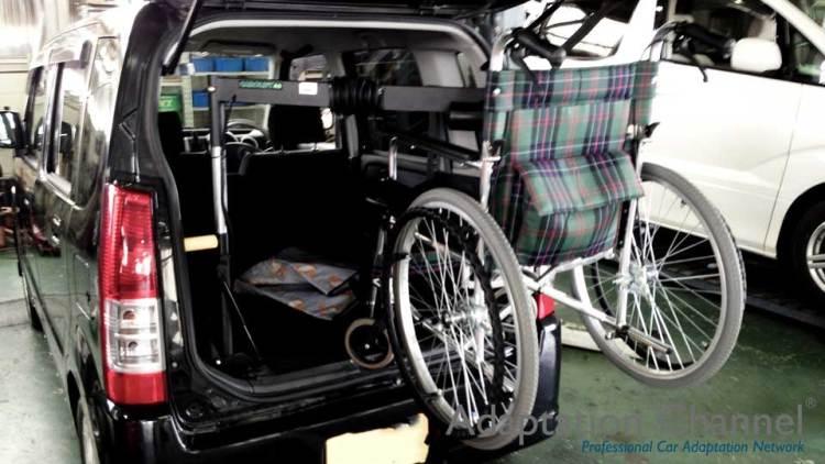 【誰にも聞けない話】 車いすを楽にクルマに積み込む方法~後付!車いす収納装置~