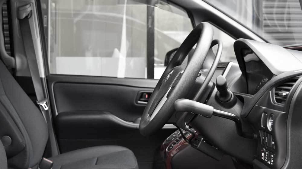 トヨタ ノア X アクセルリング&ブレーキレバーの福祉車両改造事例3