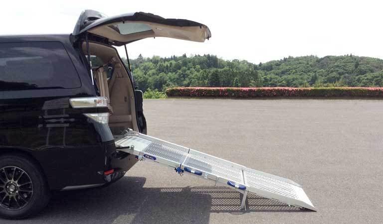 【大阪】車いすで乗り込む事は可能?スロープの角度は段差の高とスロープの長さで決まります。