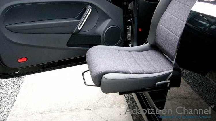 フォルクスワーゲン ビートル X ターンアウトの福祉車両改造事例4