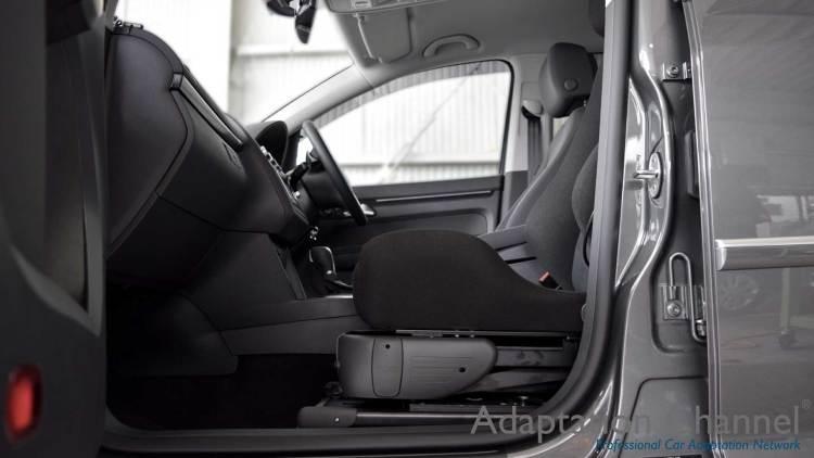 フォルクスワーゲン トゥーラン X ターニーEVOの福祉車両改造事例2