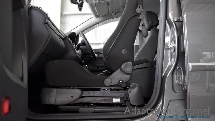 フォルクスワーゲン トゥーラン X ターニーEVOの福祉車両改造事例4