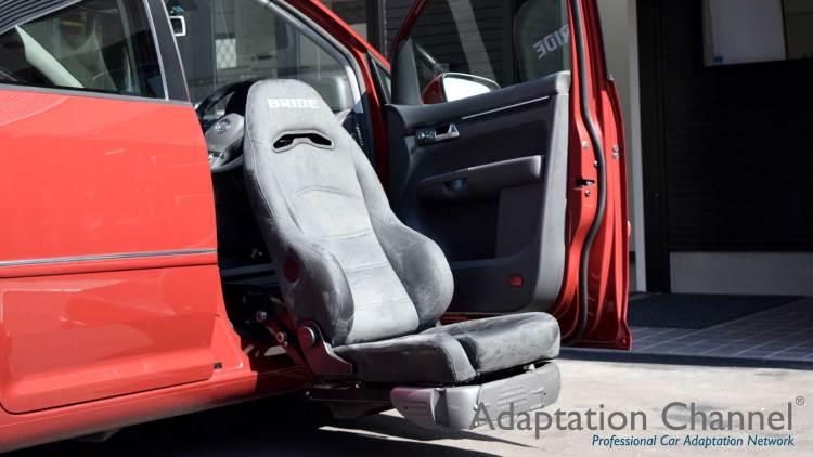 フォルクスワーゲン トゥーラン X ターニーEVO 運転席Verの福祉車両改造事例2