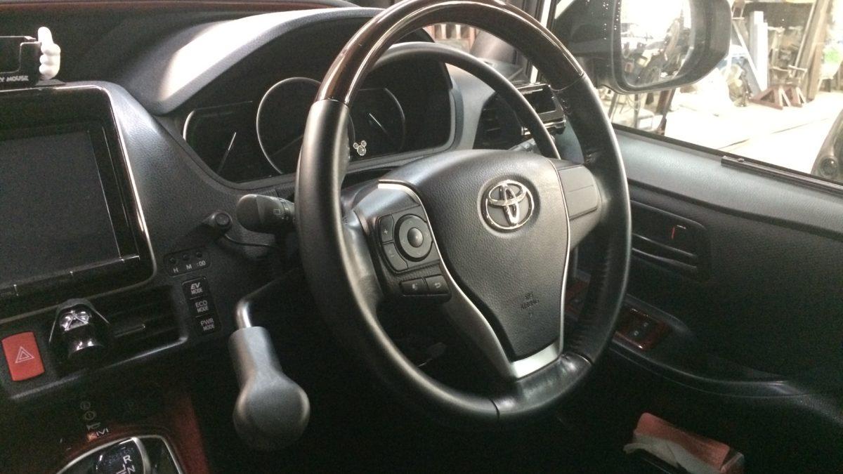 トヨタ ノア ハイブリッド X アクセルリング&左ブレーキレバーの福祉車両改造事例3
