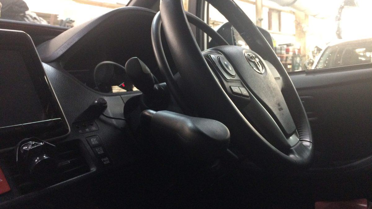 トヨタ ノア ハイブリッド X アクセルリング&左ブレーキレバーの福祉車両改造事例2