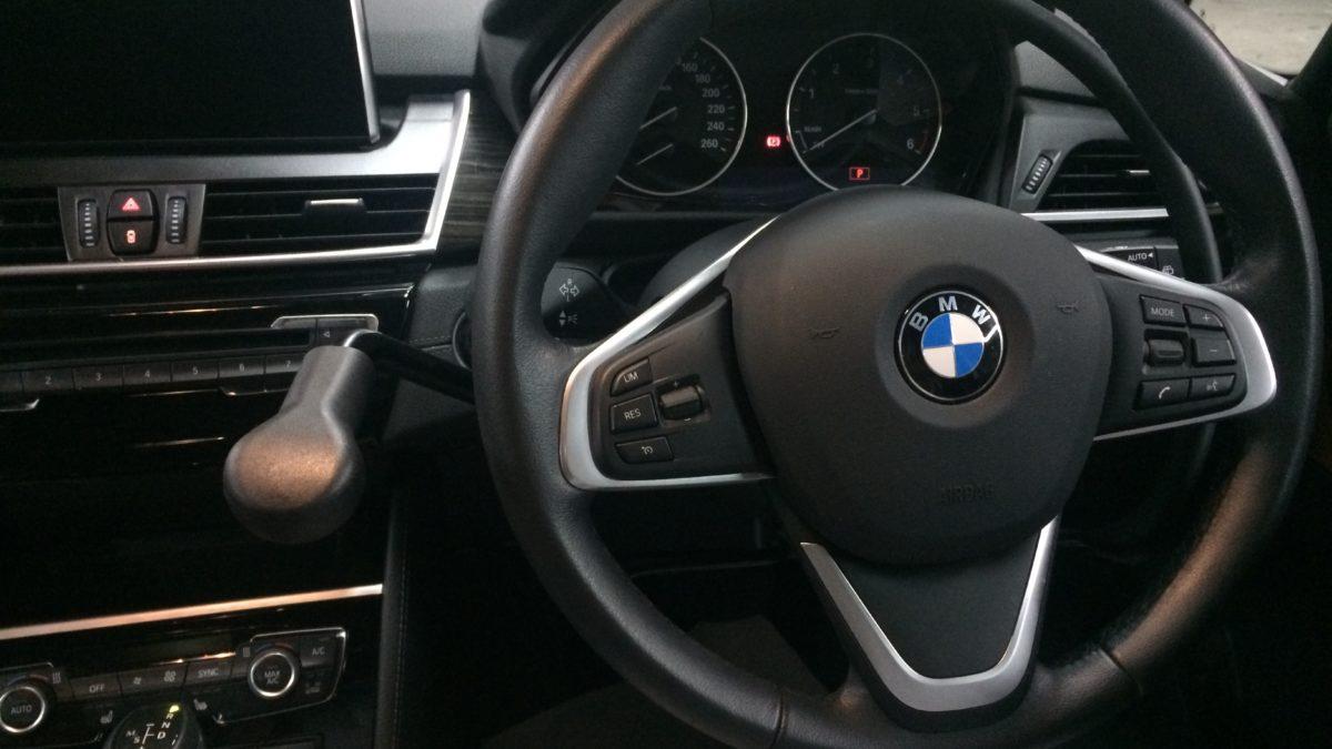 BMW 218i グランドツアラー X アクセルリング&左ブレーキレバーの福祉車両改造事例4