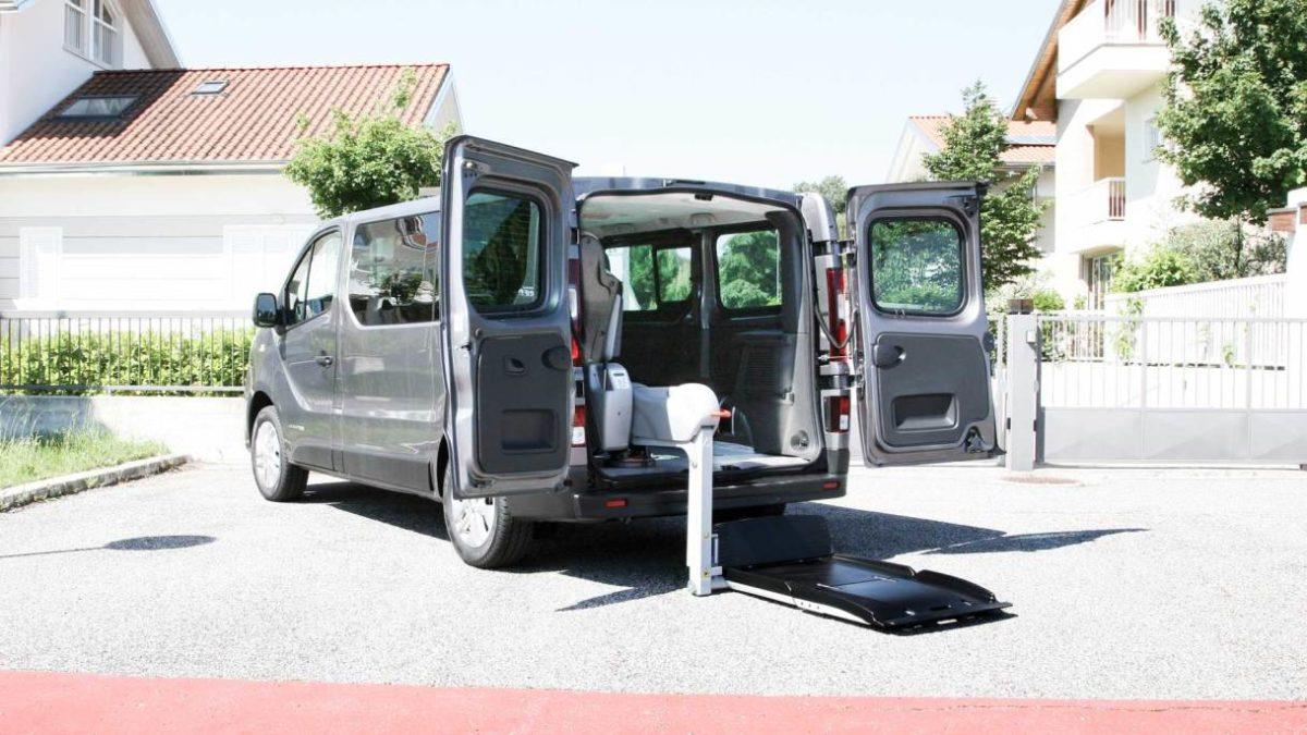 ルノー トラフィック X  フィオレラF360スリムフィットの福祉車両改造事例1