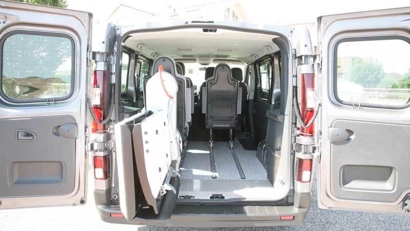 ルノー トラフィック X  フィオレラF360スリムフィットの福祉車両改造事例3