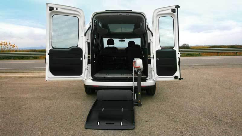 フィアット  ドブロー  X  フィオレラF360スリムフィットの福祉車両改造事例2