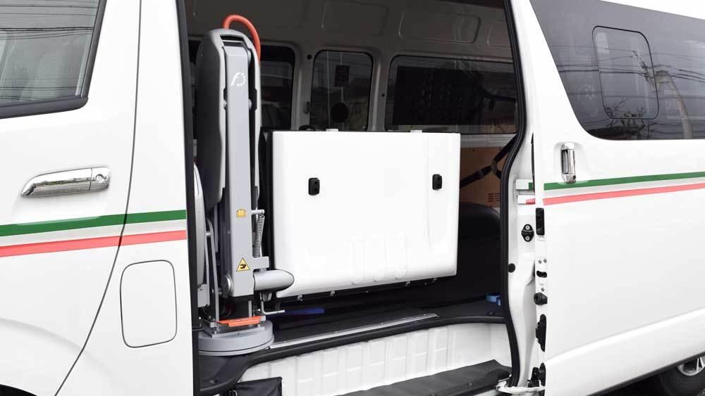 トヨタ ハイエース X フィオレラリフトの福祉車両改造事例3
