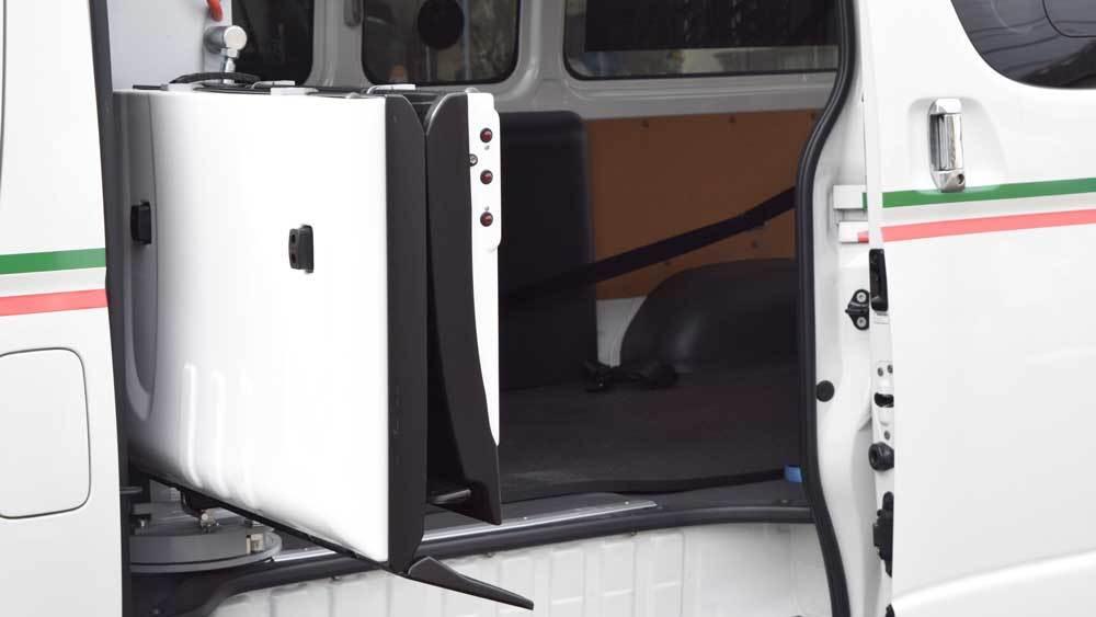 トヨタ ハイエース X フィオレラリフトの福祉車両改造事例4