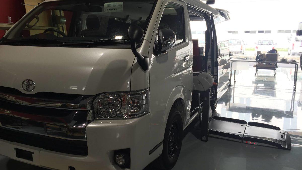 トヨタ ハイエースWGN-GL X フィオレラリフト サイドアクセス 車いす移動車の福祉車両改造事例3