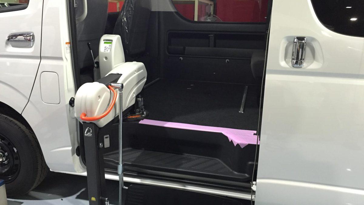 トヨタ ハイエースWGN-GL X フィオレラリフト サイドアクセス 車いす移動車の福祉車両改造事例4