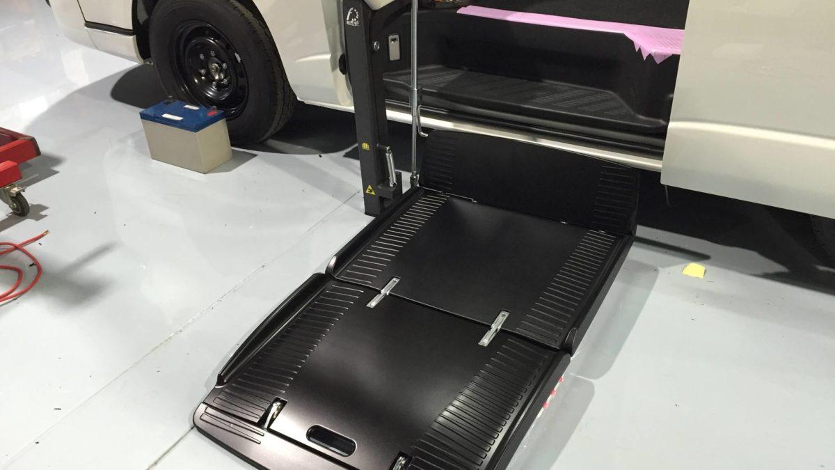 トヨタ ハイエースWGN-GL X フィオレラリフト サイドアクセス 車いす移動車の福祉車両改造事例7