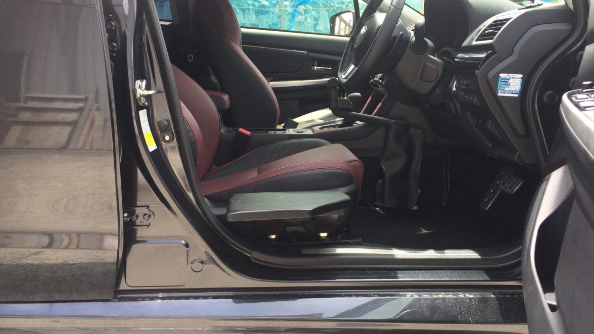 スバル レボーグ X 運転席サイドサポートシートの福祉車両改造事例3