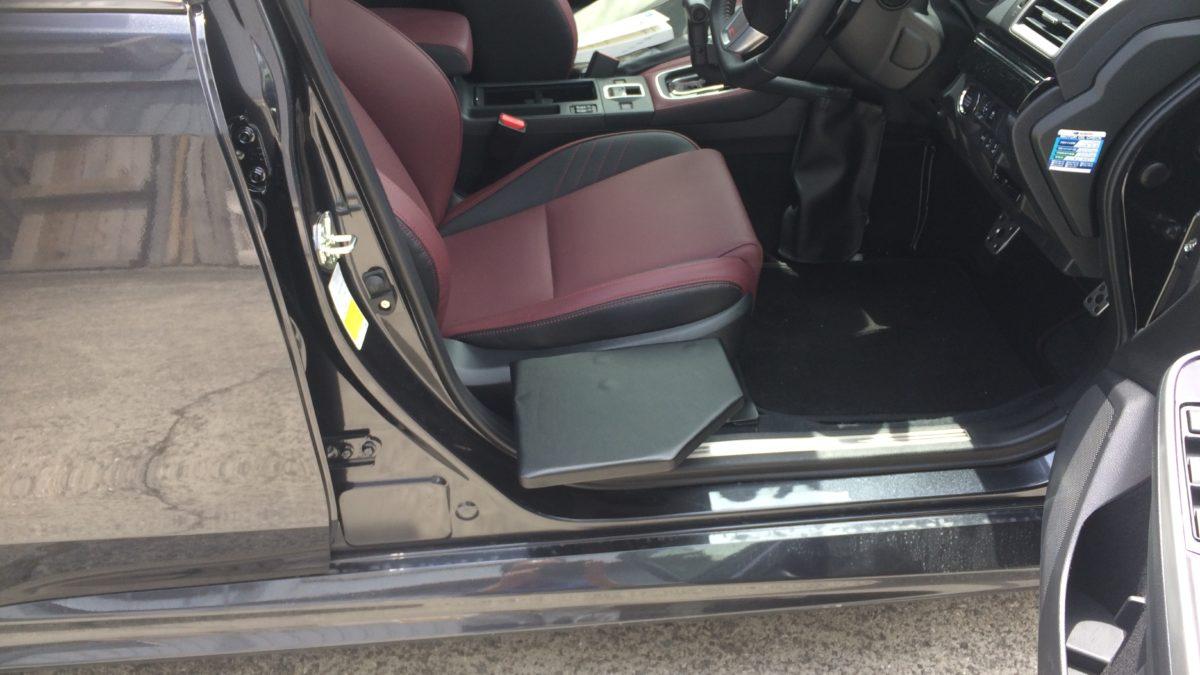 スバル レボーグ X 運転席サイドサポートシートの福祉車両改造事例4