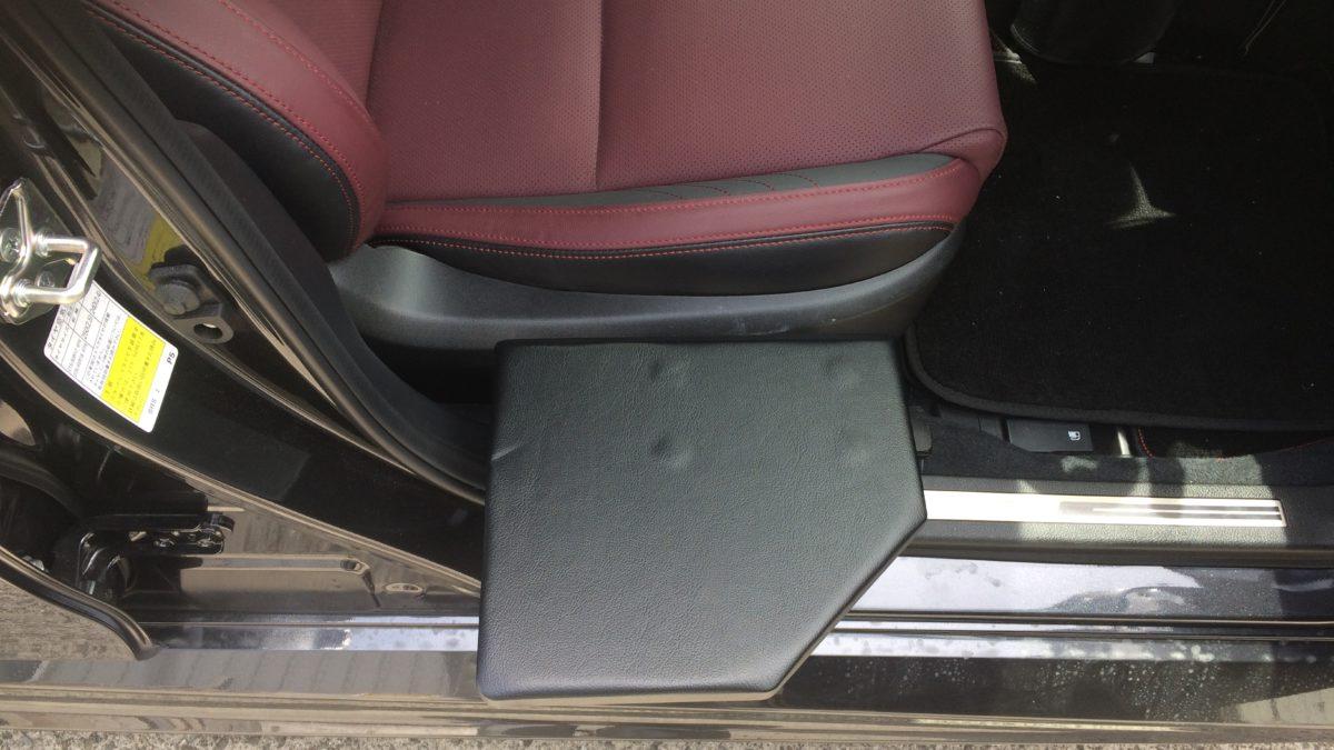 スバル レボーグ X 運転席サイドサポートシートの福祉車両改造事例6