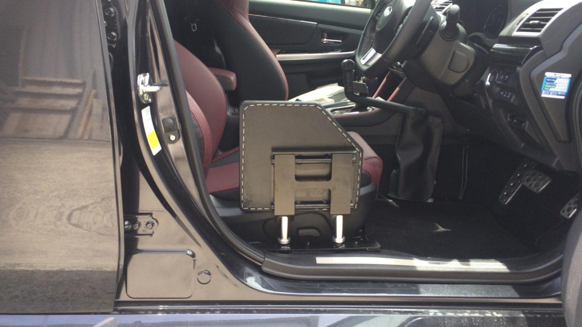 スバル レボーグ X 運転席サイドサポートシートの福祉車両改造事例5